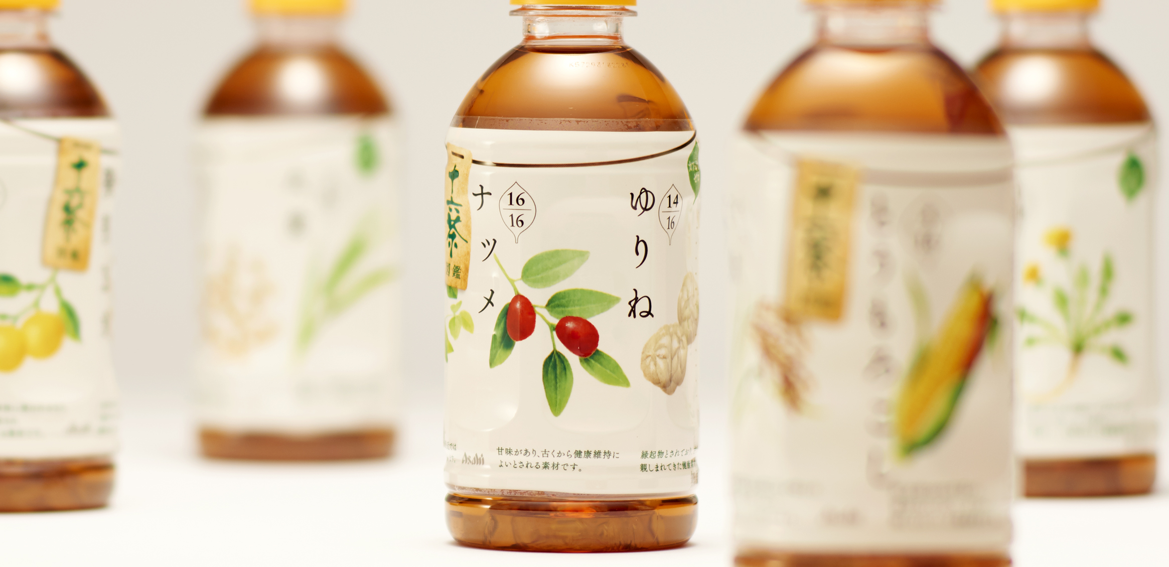 十六茶 LOHACO限定ボトル1枚目