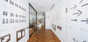 「富山県美術館の目印と矢印」展1枚目サムネイル